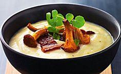 Porre-kartoffelsuppe med bacon og ristede svampe