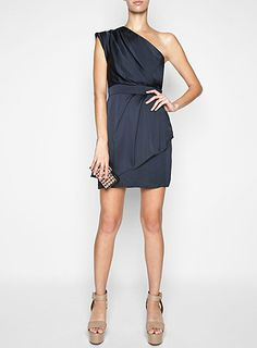 for some reason, one shoulder dresses scare me. but I may be changing my mind. Love this.