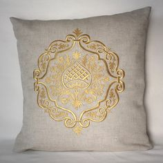 This beautiful embroidery is an original reconstruction of an Italian century Goldwork ornament. A golden crest embroidered onto a natural Monogram Pillows, Personalized Pillows, Diy Pillows, Sofa Pillows, Decorative Pillows, Throw Pillows, Pillow Embroidery, Floral Embroidery Patterns, White Embroidery