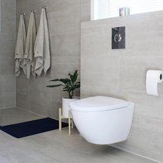"""Flisekompaniet on Instagram: """"Lyst, elegant og klassisk hos @malin_nordby 😊✨Vi hjelper deg gjerne med å tegne ditt neste bad! Direktelink i bio. ⠀ ⠀ ⠀ #bad #bathroom…"""" Modern Interior, Interior Inspiration, Bathtub, Bathroom, Elegant, Instagram, Health, Fitness, Home Decor"""