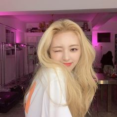 Find images and videos about kpop, itzy and yuna on We Heart It - the app to get lost in what you love. Kpop Girl Groups, Korean Girl Groups, Kpop Girls, New Dj, Soyeon, New Girl, South Korean Girls, Korean Fashion, Long Hair Styles