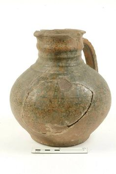 A5055: jug Production date: Early Medieval; mid-late 12th century Measurements: H 235 mm; DM 240 mm
