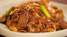 Stir Fry Beef Hor Fun Noodles Fun Noodles, Pasta Noodles, Noodle Salad, Noodle Soup, Marinated Beef, Fried Beef, Beef Stir Fry, Beef Ribs, Gourmet Recipes