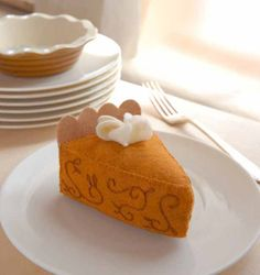 free pdf pattern download - Pumpkin Pie in the Sky from Heart-Felt Holidays - featured on the Sew, Mama, Sew! blog