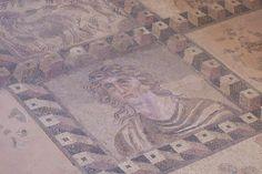 Cyprus Tombs Of The Kings: In aug. 2010 waren we op Cyprus. We bezochten in Paphos de opgravingen van de Tombs of the Kings. We maakten diverse foto's, waaronder deze van een mozaieken vloer. Pas toen deze foto in het digitale fotoboek zat, viel ons het mooie 3D effect op. Dit effect wisten ze 1200 voor Christus al te maken. #travel