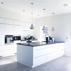 We love this kitchen! Amazing inspiration by L Shaped Kitchen Designs, Grey Kitchen Designs, Kitchen Room Design, Kitchen Family Rooms, Contemporary Kitchen Design, Home Decor Kitchen, Kitchen Interior, White Gloss Kitchen, Gray And White Kitchen