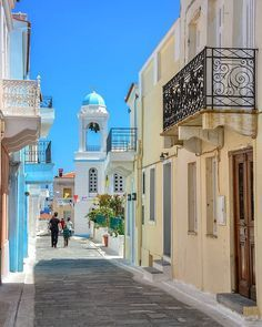 Street at Andros island Cyclades Cool Places To Visit, Places To Go, Andros Greece, Beautiful World, Beautiful Places, Greek House, The Great Escape, Greece Islands, A Whole New World
