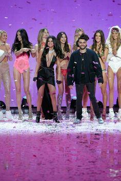 Pin for Later: Seht alle Fotos der Victoria's Secret Fashion Show Adriana Lima, Alessandra Ambrosio, Selena Gomez, Candice Swanepoel, Lily Aldridge, Behati Prinsloo, The Weeknd, Kate Grigorieva