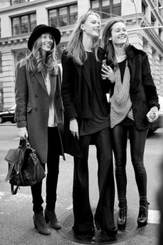 Street Style- Girl on the left <3