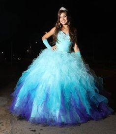 vestidos para debutantes em tons de azul