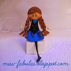 Doll brooch #Anna (#Frozen) handmade in felt. Broche muñeca Anna (Frozen) hecho a mano en fieltro.