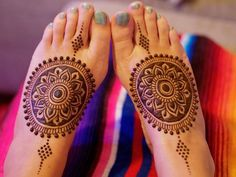 Beautiful mehendi designs for Indian brides | Bridal mehndi inspiration for Indian brides | Minimal mehndi design for feet | Henna on feet | Brial henna | Henna tattoos on feet | Mandala design | Image source: Henna Lounge | Every Indian bride's Fav. Wedding E-magazine to read. Here for any marriage advice you need | www.wittyvows.com shares things no one tells brides, covers real weddings, ideas, inspirations, design trends and the right vendors, candid photographers etc.