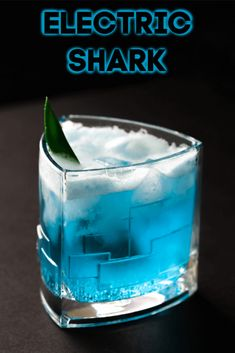 Blue Cocktail drink that is the perfect shark week cocktail recipe. Electric Shark cocktail is a blend of rum, blue curacao, pineapple juice, and ginger beer. Cocktails With Blue Curacao, Cocktails Made With Rum, Blue Drinks, Mixed Drinks, Fall Drinks, Champagne Cocktail, Cocktail Drinks, Cocktail Recipes, Alcoholic Drinks