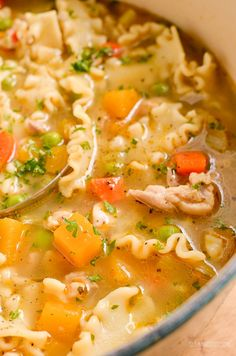 Delicious Syn Free Chicken Vegetable Pasta Soup - a simple easy recipe for the whole family, Slimming World and Weight Watchers friendly Vegetable Pasta, Vegetable Recipes, Chicken Recipes, Leek Recipes, Noodle Recipes, Ww Recipes, Curry Recipes, Chicken And Veg Soup, Kitchens