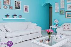 Decoração de Interiores - Salas de Estar  Delicadeza e sofisticação. O tom azul é destaque para esta decoração, que recebe móveis e adornos de decoração brancos. Em estilo clássico, esta decoração ganhou duas poltronas Luís XV restauradas, que deram um toque especial para esta composição. Este projeto ficou um charme!  Veja mais em nosso blog!  http://decoraclick.com.br/decoracao-de-interiores-salas-de-estar-23/
