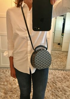 goyard alto hatbox - Google Search Goyard Clutch, Goyard Luggage, Hat Boxes, Purse Styles, Cute Purses, Backpack Purse, Cloth Bags, Couture, Beautiful Bags