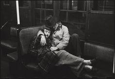 Adoro la semplicità dei sentimenti. Una delle poche cose su cui abbiamo pieno e completo arbitrio  Stanley Kubrick, The New York Subway, 1947
