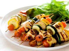 Espetada de peito de Perú grelhado com legumes - Dieta Mais