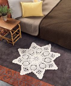 Today's 'crochet in the home' pic is a lovely free pattern for a octagonal Star Crochet Floor Rug. Chunky Doily Rug - Free Crochet Pattern over at Craft Foxes.I'd love to make a MASSIVE one of these (like 200 cm wide or more). Crochet Doily Rug, Crochet Motifs, Love Crochet, Beautiful Crochet, Chunky Crochet, Crochet Snowflakes, Diy Crochet, Doily Patterns, Crochet Patterns