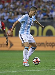 Erik Lamela Photos - Erik Lamela #18 of Argentina moves against Panama during a match in the 2016 Copa America Centenario at Soldier Field on June 10, 2016 in Chicago, Illinois. Argentina defeated Panama 5-0. - Argentina v Panama: Group D - Copa America Centenario