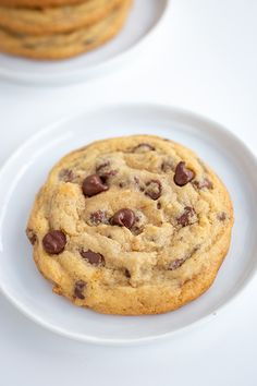 Peanut Butter Stuffed Chocolate Chip Cookies - These giant peanut butter stuffed chocolate chip cookies are the perfect Christmas cookies. Everyone loves chocolate chip cookies and it's a bonus that they're stuffed with peanut butter ganache. Chewy Peanut Butter Cookies, Peanut Butter Desserts, Yummy Cookies, Chocolate Desserts, Chocolate Chip Cookies, Love Chocolate, Homemade Chocolate, Chocolate Peanut Butter, Best Cookie Recipes