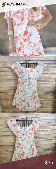 🆕(NWOT) ) white floral print dress 🆕(NWOT) white floral print dress , BEAUTIFUL ! Can be worn off shoulder or on , tag says 2xl  but fits like a large Dresses