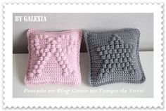 Bobble stitch star cushion tutorial by Galexia, in French. Also charted patterns for a heart and a bow cushion. Crochet Diy, Crochet Pillows, Crochet Cushion Cover, Crochet Amigurumi, Crochet Home Decor, Love Crochet, Crochet Designs, Crochet Patterns, Bobble Stitch Crochet