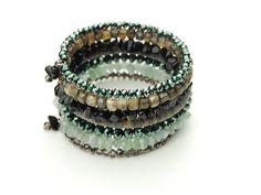 Spiralarmreif in grau-silber  Farbspiel am laufenden Band. Verschiedene Materialien und Farben zu einem wunderschönen Spiralarmreif geformt.   http://www.langani.de/de/kollektion-de/2015herbst-winter/category/172-verspielt.html #langani #armring #jewelry #designerschmuck