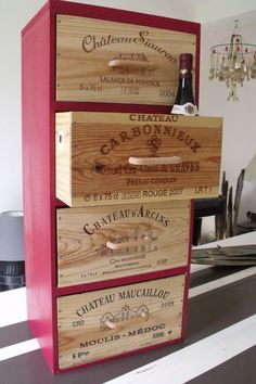 Wooden boards + crates of wine = 1 piece of furniture in a cellar or kitchen. Recycled Furniture, Rustic Furniture, Diy Furniture, Rustic Wood Box, Wood Wood, Wine Decor, Wine Case, Wooden Crates, Wooden Boards