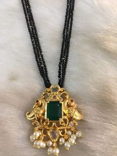 Gold Mangalsutra Designs, Gold Earrings Designs, Beaded Jewelry Designs, Gold Jewellery Design, Bead Jewellery, Bridal Jewellery, Gold Jewelry Simple, Emerald Jewelry, Pendant Jewelry