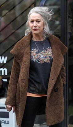 Hell yes, Helen Mirren! 50 Fashion, Fashion Over, Timeless Fashion, Womens Fashion, Stylish Older Women, Moda Hippie, Dame Helen, Helen Mirren, Mein Style
