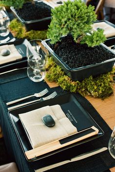 Elegant dark menu card and engraved stone for place cards {From Me to You / Ann Street | David Yurman}
