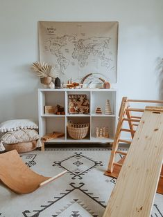 Montessori Playroom, Toddler Playroom, Toddler Gifts, Toddler Toys, Bookshelves Kids, Boho Home, Baby Room Design, Modern Side Table, Nursery Neutral
