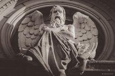 Cementerio Parana - Arte de Panteon, El Dios Cronos