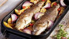 Pstrąg pieczony z ziemniakami #lidl #przepis #pstrag Lidl, Sausage, Food Porn, Turkey, Tasty, Chilli, Vegan, Chicken, Dinner
