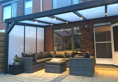 Highest quality + lowest price ForaVida - The side wall with polycarbonate ensures a good sealing of the side of the canopy. Outdoor Pergola, Backyard Pergola, Outdoor Decor, Rooftop Design, Terrace Design, Contemporary Garden Rooms, Garden Room Extensions, Gazebos, Back Garden Design