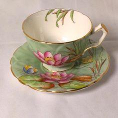 .Aynsley England Bone China Teacup Saucer Lily Pad Gold Gilt