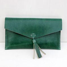 Clutch bolso de mano de cuero verde oliva – Follow the Folk