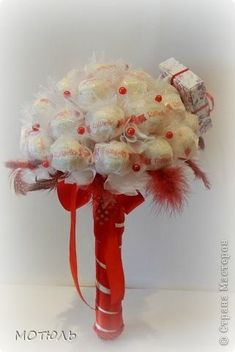 ramo de Raffaello (4) (321x480, 60Kb) Paper Flower Decor, Diy Flowers, Flower Decorations, Paper Flowers, Chocolate Flowers, Chocolate Bouquet, Diy Birthday, Birthday Gifts, Candy Bouquet