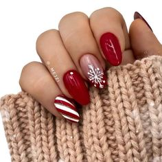 Festive nail art ideas for Christmas to Beautify the Moment - Winter Nails Acrylic - Christmas Nails 2019, Christmas Gel Nails, Holiday Nails, Winter Christmas, Acrylic Nails Almond Shape, Cute Acrylic Nails, Almond Nails Red, Winter Acrylic Nails, Acrylic Art