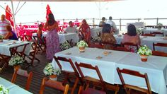 Mesas de convidados...cerimônia e recepção no mesmo lugar decoração TPM (itens: vasos de cerâmica, decoração do vaso com juta e conchas e saquinhos com arroz para chuva de arroz) https://www.facebook.com/TPMsolucoescriativos