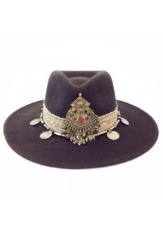 Ibiza Gypsy Hat Winter Marrón: Fall Felted hat plus jewels and gold. Mode Hippie, Mode Boho, Hippie Gypsy, Boho Chic, Hippy Chic, Chapeau Cowboy, Cowboy Hats, Boho Fashion, Fashion Shoes