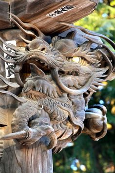 Dragon, Morioka, wooden door of the temple with the 500 pupils of Buddha. Japanese Design, Japanese Art, Art Tribal, Year Of The Dragon, Art Japonais, Japanese Dragon, Dragon Art, Nihon, Japanese Culture