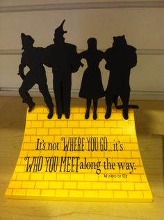 I love the wizard of oz!!!! This silhouette would make a great tattoo!