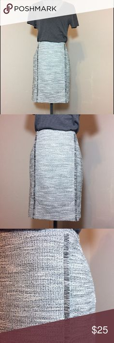 "🆕Listing: NWTs! BR Gray Boucle Fringe Skirt NWTs! BR Gray Boucle Fringe Pencil Skirt. Size 6 measures: 33"" around top, 19"" across hips, 20"" long, 2 front slits of 3"" each. Fully lined with back zip close. 79% poly, 20% cotton, 1% spandex. In original plastic packaging from BR. Removed for pics and measurements, refilled and returned to plastic bag. MC/040217 Banana Republic Skirts Pencil"