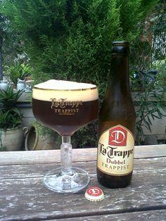 Marca: La Trappe  Clase: Dubbel.  Fabricante: La Trappe.  Cerveza trapense de cebada.  Estilo: Dubbel.  Procedencia: Tilburg (Holanda).  Grados: 7%.  Fermentación: Alta  #latrappe #trappe #trappist #trappistenbier #dubbel #bier #beer #SFB #swinkelsfamilybrewers #blondbier Beers Of The World, Private Club, Craft Beer, Whisky, Beer Bottle, Vodka, Beverages, Food, Holland