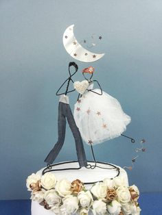 Custom wedding cake topper, Wedding wire cake topper figurine, Vintage, Personalized cake topper, Bride and groom topper, Rustic cake topper by KAMDESIGNArt on Etsy https://www.etsy.com/listing/539914188/custom-wedding-cake-topper-wedding-wire