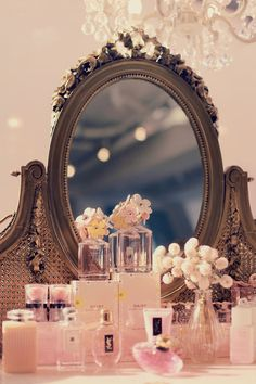 Lusting after a vanity? You don't need to throw away a few grand on a fancy-schmancy vintage vanity. These tips will help you create the DIY vanity of your dreams. Vintage Vanity, Shabby Vintage, Shabby Chic, Tocador Vanity, Diy Makeup Vanity, Makeup Dresser, Makeup Vanities, Vanity Decor, Deco Rose