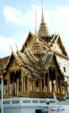 タイで一番でかくて派手な寺エメラルド寺院(ワット・プラケオ)タイ人のふりをするとタダで入れる