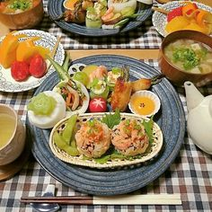 naoko.1231おはようございます 2月18日(木)の朝ごはん . . ☆鮭いくらご飯 ☆アスパラつくね巻き ☆ポテサラきゅうり巻き ☆温野菜 ☆野菜のおひたし ☆みそ汁 ☆フルーツ  #朝ごはん#朝食#朝時間#おうちごはん#おうちカフェ#ワンプレート#和ンプレート#和食#料理写真#breakfast#food#foodie#instafoodie#instafood#Japanesefood#yummy#kaumo#KURASHIRU
